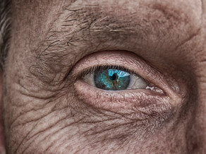 Seus lindos olhos azuis, surgiram ontem...