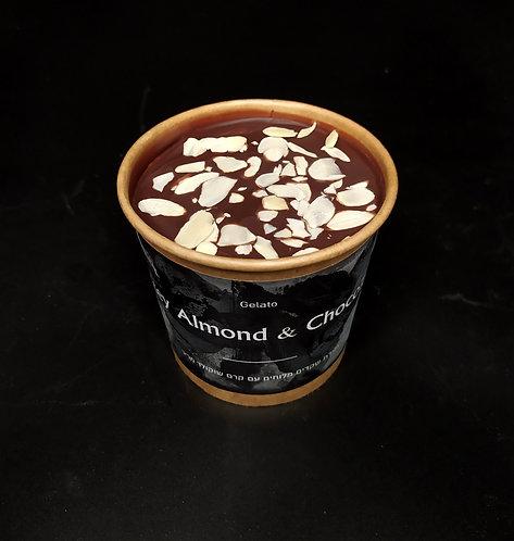 ג'לטו שקדים מלוחים עם קרם שוקולד מריר