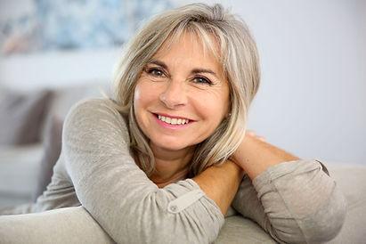sourire naturel prothèse dentaire rajeunit visage et apparence
