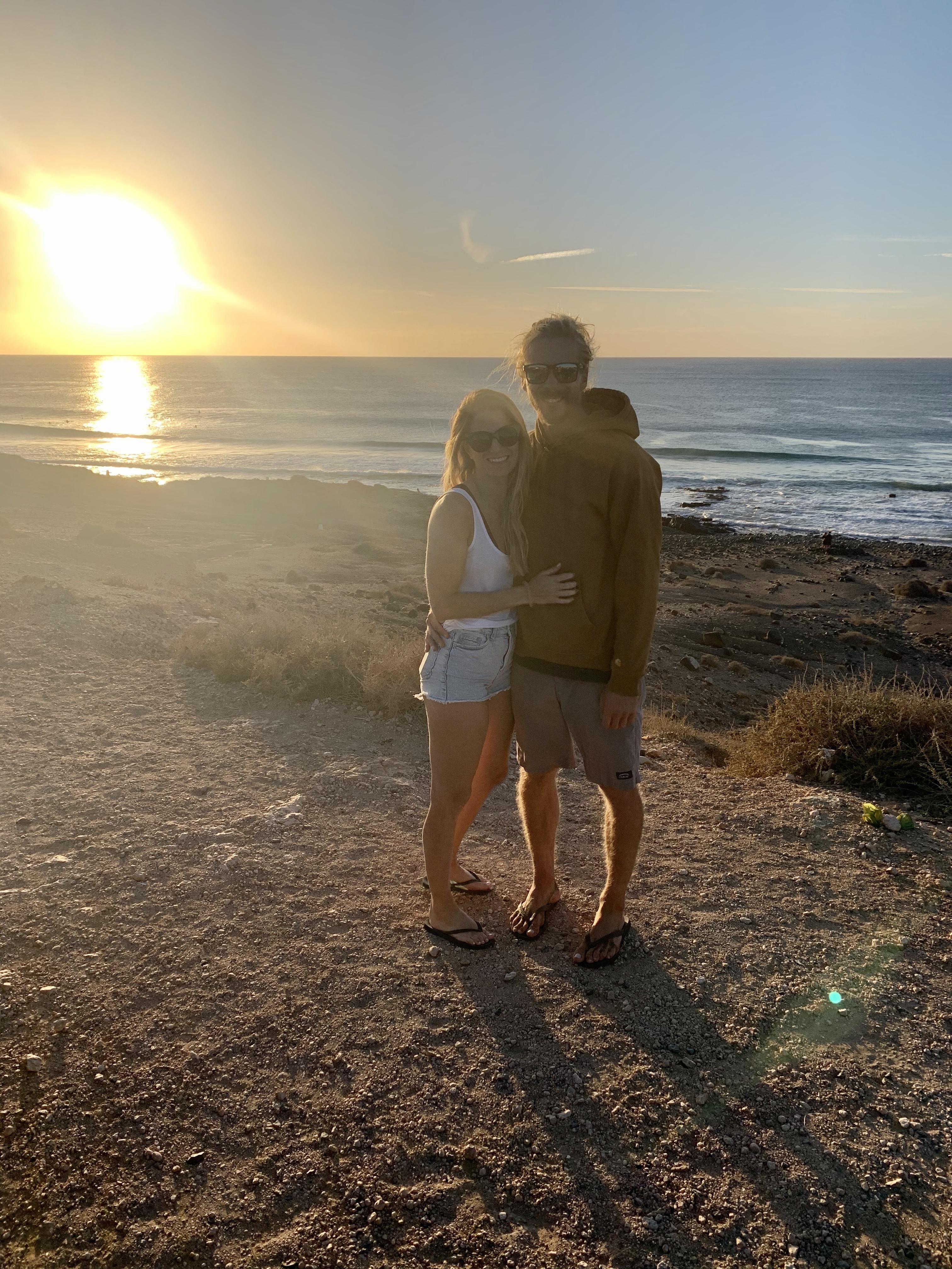 Sylvie & Seppi im Sonnenuntergang am Strand