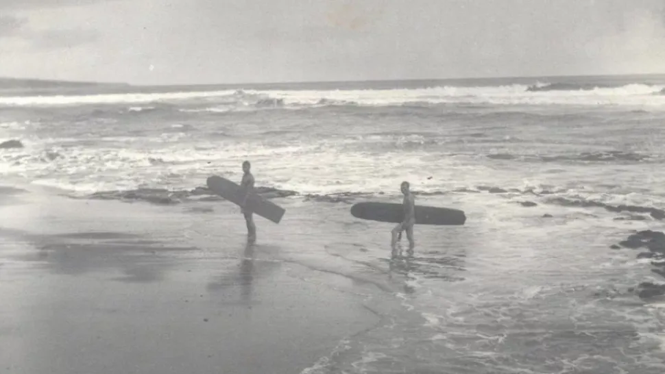Two surfers and their Alaia surfboards in 1890. Photo courtesy of Herbert Smith