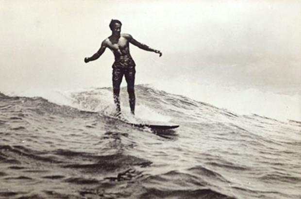 Duke Kahanamoku surfing