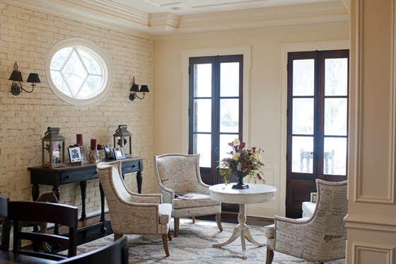 Maison duChene - Sunroom