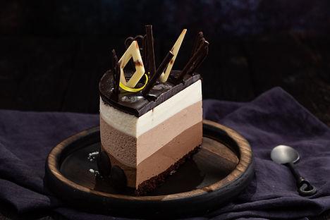 felie tort trei ciocolate