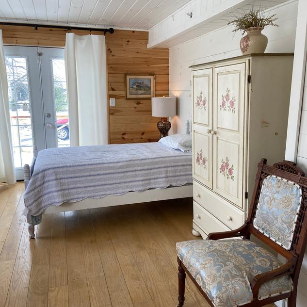 Large Semi-private Sun Room 1
