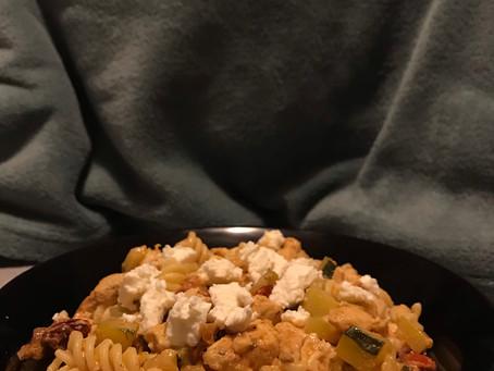 Makaron z kurczakiem, cukinią i suszonymi pomidorami