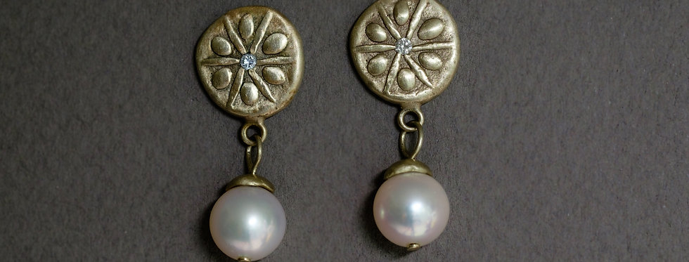 "AQUATICS ""SAND DOLLAR"". GOLD, DIAMONDS, SALTWATER PEARLS"