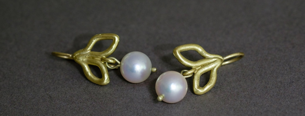 FLORA. GOLD, SALTWATER PEARLS