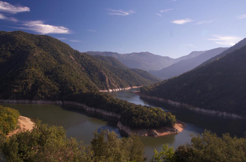 The river trail on mountain bike