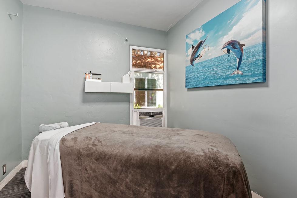 07 - massage room 1.jpg