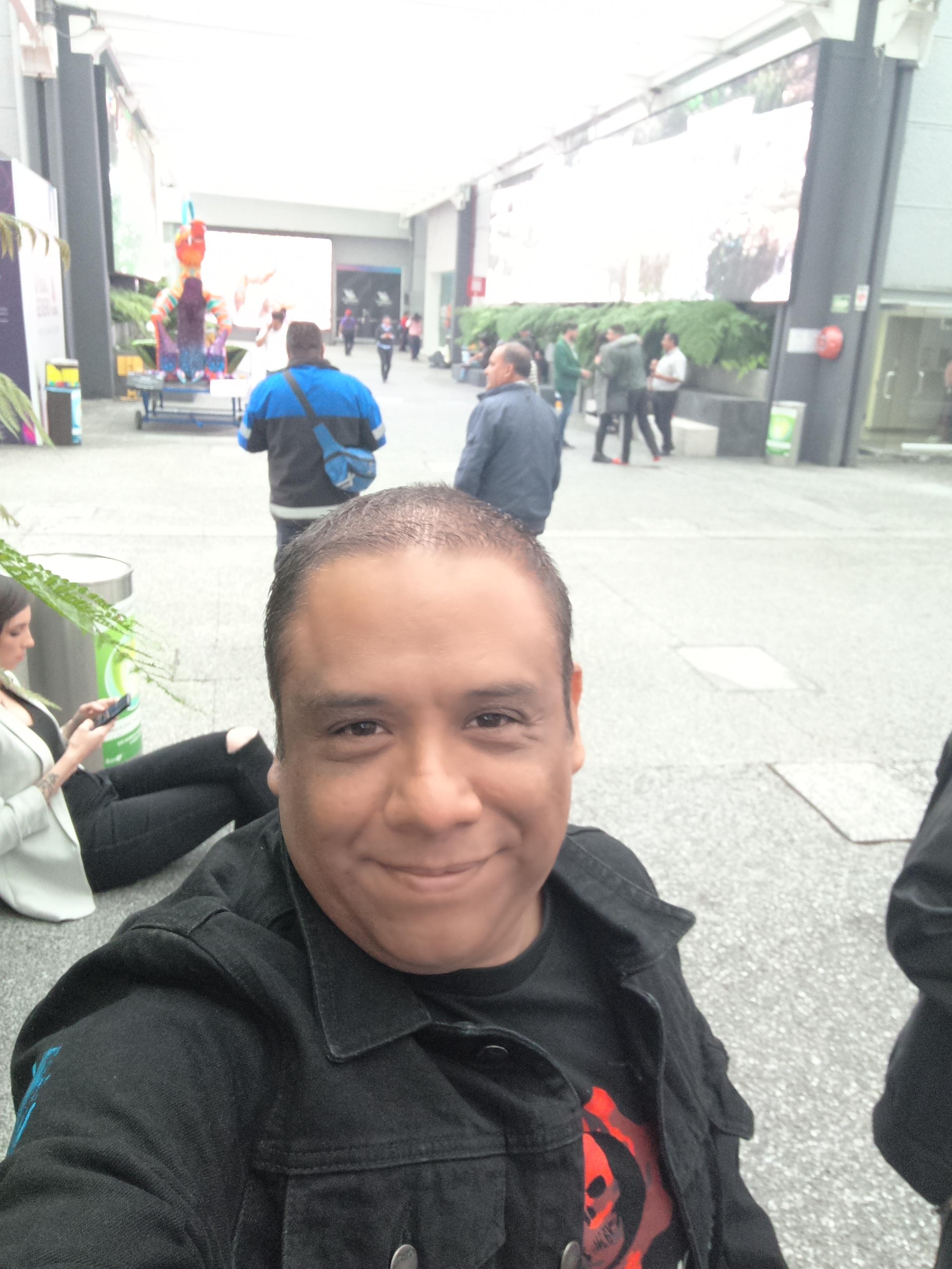 Como invitado en TV Azteca