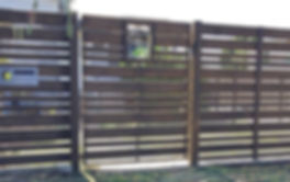 Horizontal Valleyboard slat fencing with