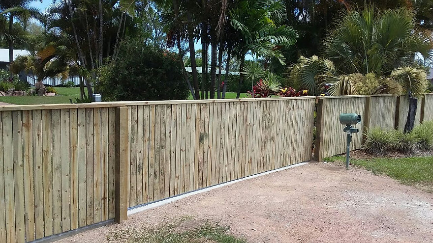 1.5m high flat top pine paling fencing w