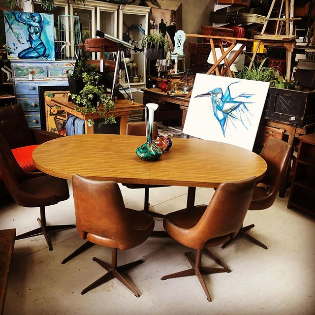 Retro Extendable dining table and matchi