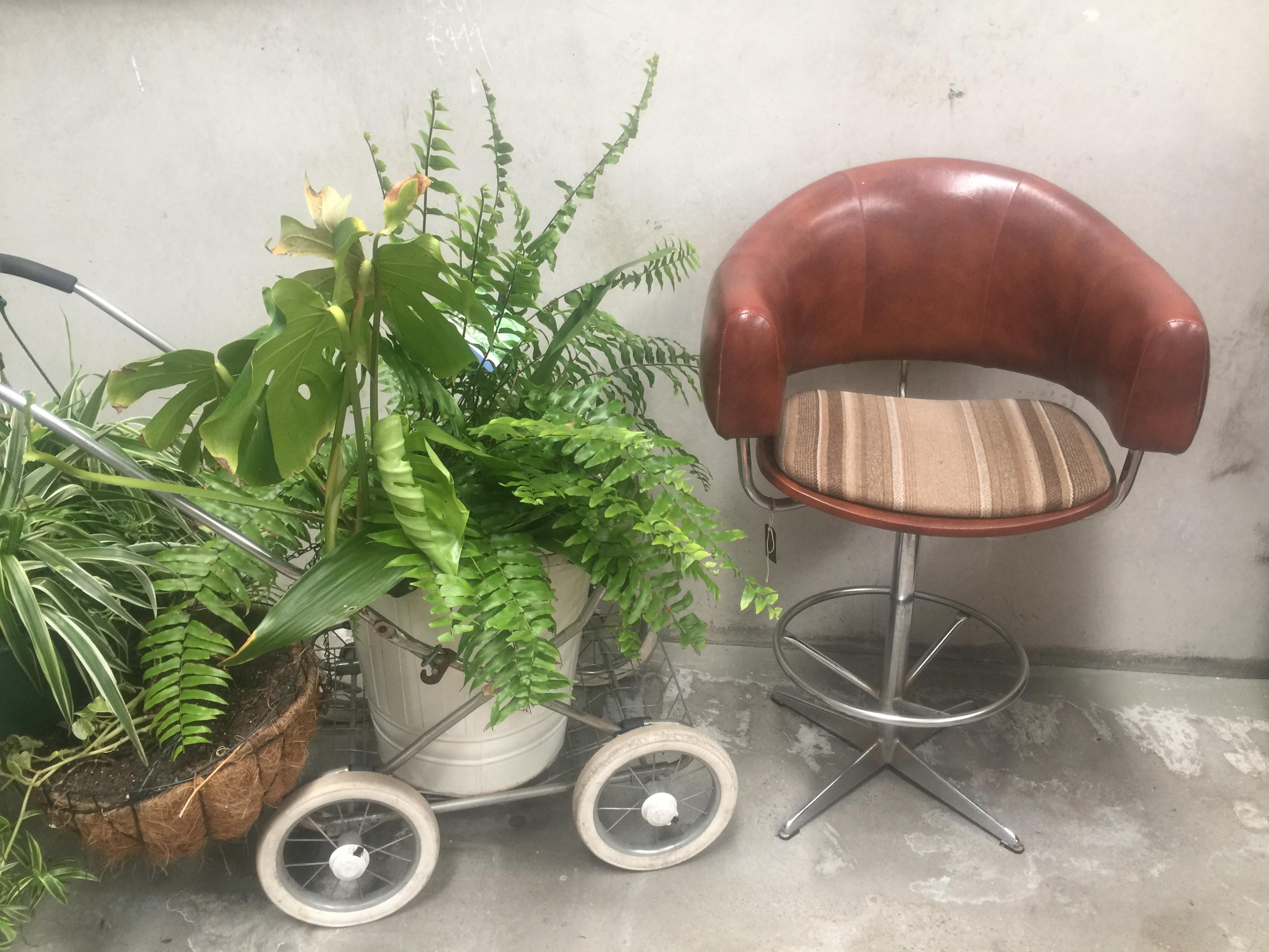 Vinyl Mod bar stool
