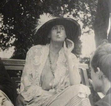 Retour écrit par Eva Impressions littéraires pour Intrigue chez Virginia Woolf