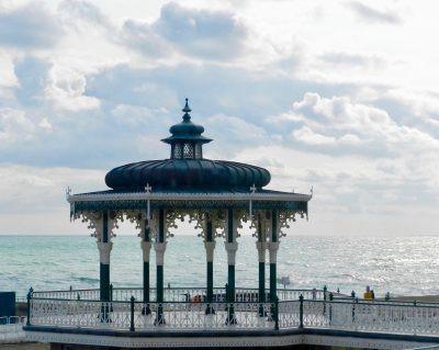 Suivez-moi à Brighton, dans cette ville à l'ambiance festive !