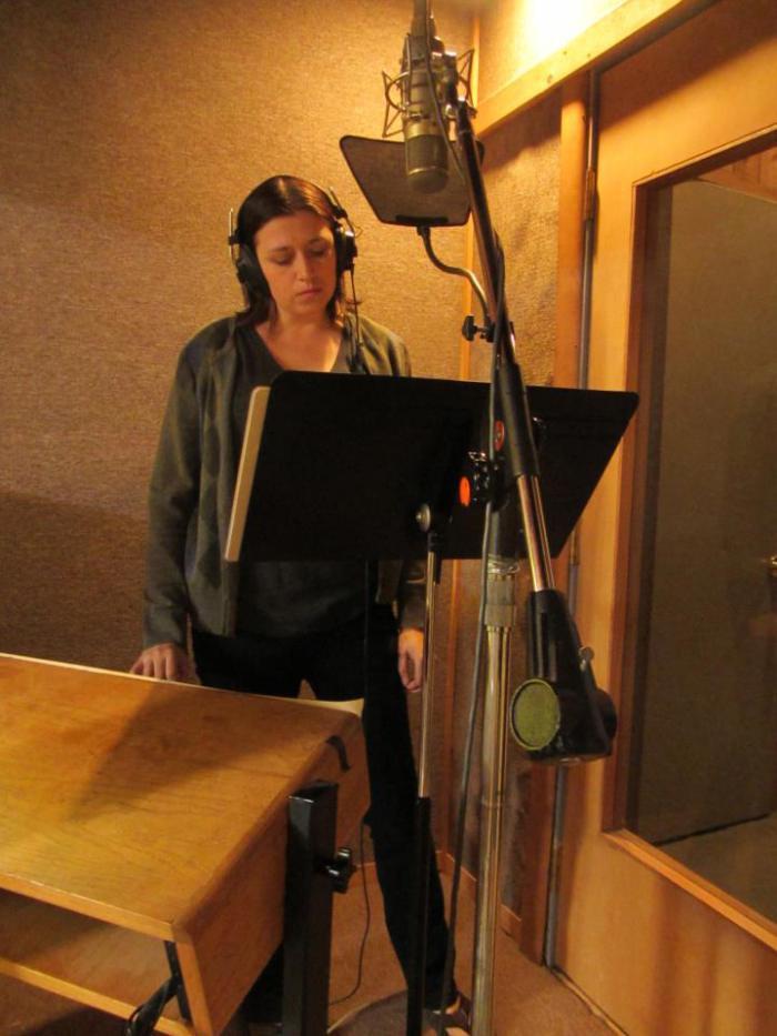 SARA IN STUDIO 2.jpg