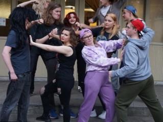 Piggsvinsteaterns ungdomsgrupp presenterar