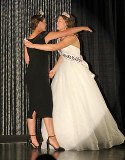 Aqua Princess Amber hugging Anna