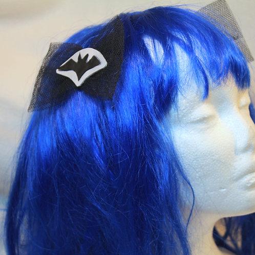 """Haarspangen """"Bats Silver Shadow"""", Fledermausschatten im Silberschatten mit schwarzer Tüllschleife, Unterseite ebenfalls schwa"""