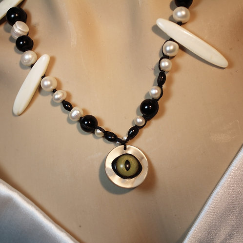 augenkette, kollektion cat, cateye, juvellary, negless, for her, perlenkette, perlmut, Glasperlen, edel,