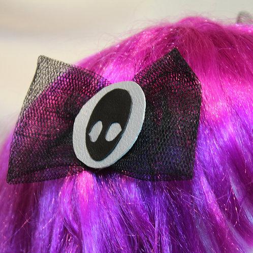 """Haarspangen """"Alien Shadow at Moon Light""""  schwarzer Alienschatten auf dem Mondschein. mit schwarzer Tüllschleife, schwarze Un"""