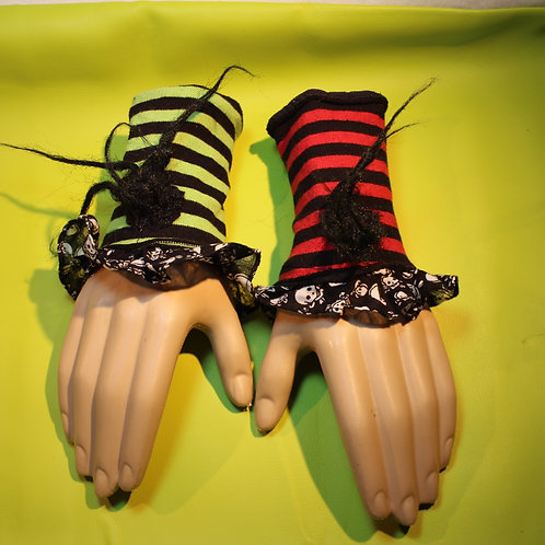 new wave style, new wave, handstulpen, paar, plüsch, freak, gestreift, unsymetrisch, rot/grün-schwarz gestreift,