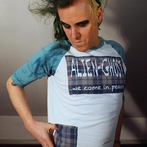"""""""Alienised"""" SleeveShirt Art Merch Alien-Ghost upcycled aus neuwertigemVans Shirt umdesignt zu Merch Aplikationen aus Siebdruc"""