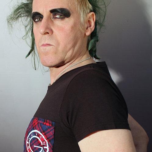 """""""Urban Swip"""" Art Merch T-Shirt, Siebdruck Alien-Ghost logo auf rot blau kariertem Patch, mit Täschen  Größe M"""