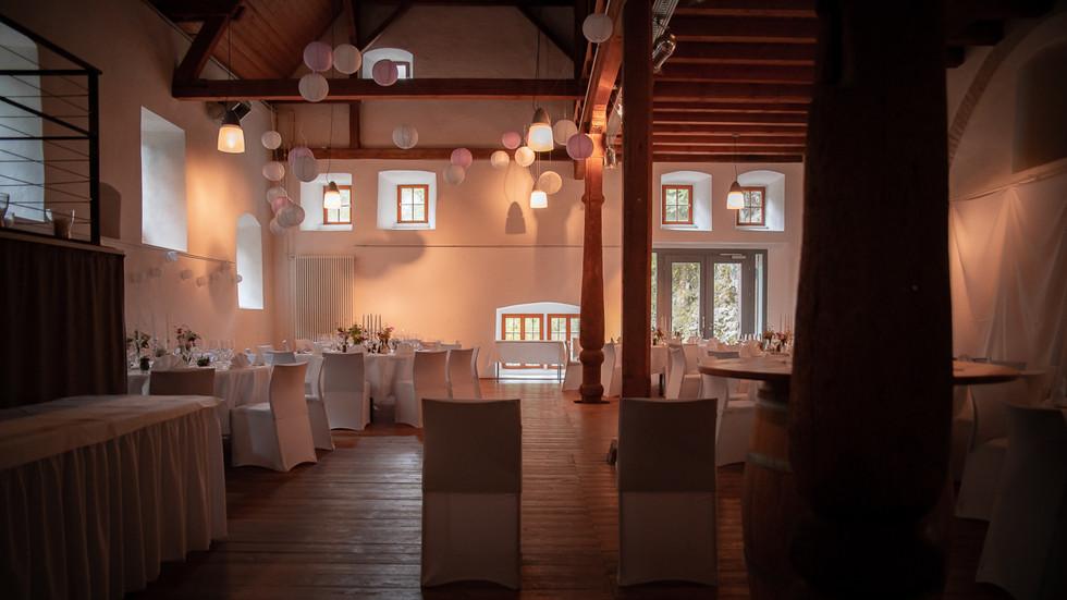 Hochzeit im Saal der Wimsener Höhle