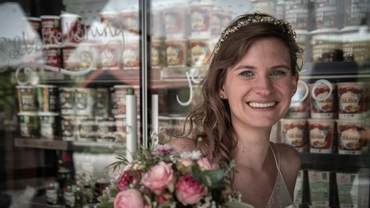 strahlende Braut in Hayingen