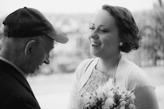 Gratulationsmoment einer Braut
