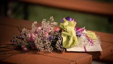 Blumengruß vor der Hochzeit