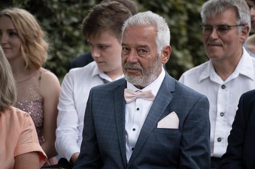 Emotionaler Moment Brautvater während der Trauung