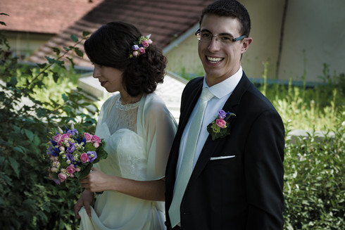 Brautpaar vor der Kirche in Sondelfingen