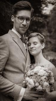 vertrauter Moment zwischen Brautpaar