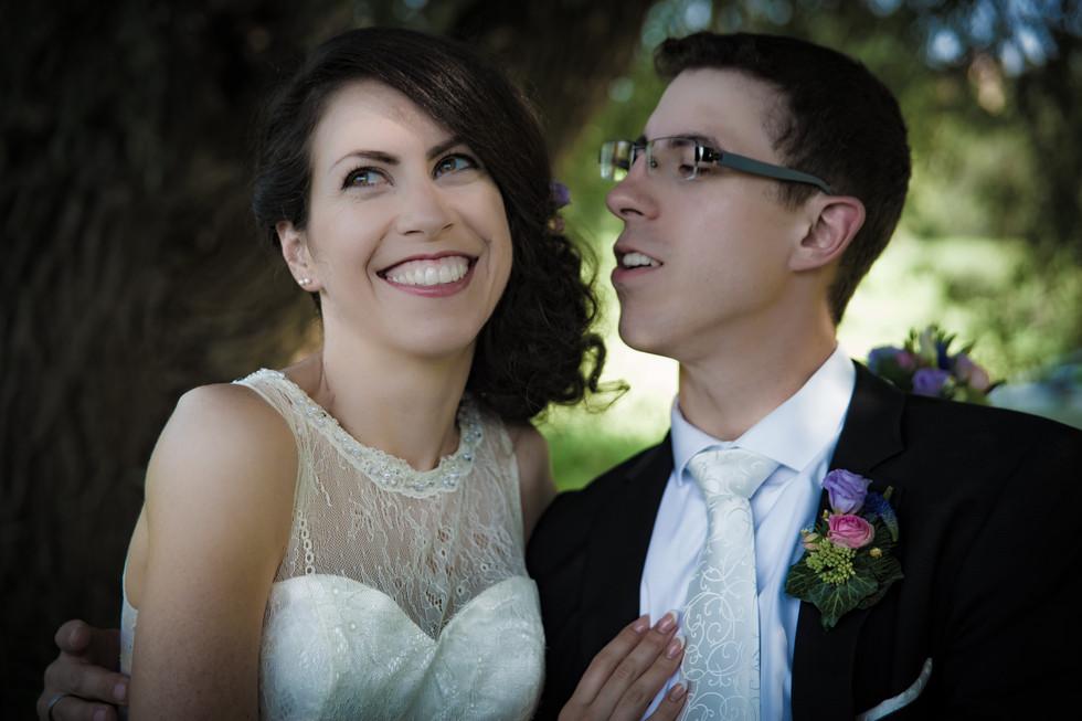 verschmitzer Blick der Braut