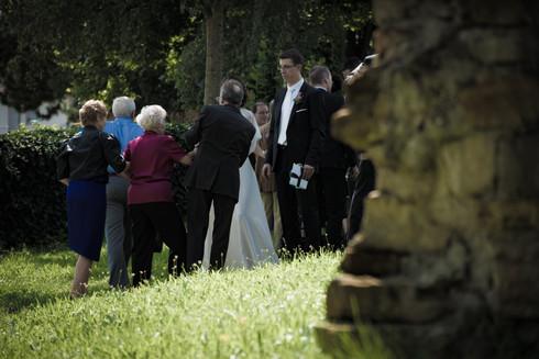 Hochzeitsgesellschaft beim Empfang