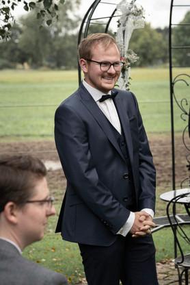 Jens erhascht der ersten Blick auf seine Frau