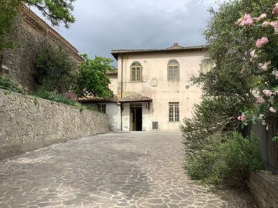 La facciata della struttura di Nazzano_0