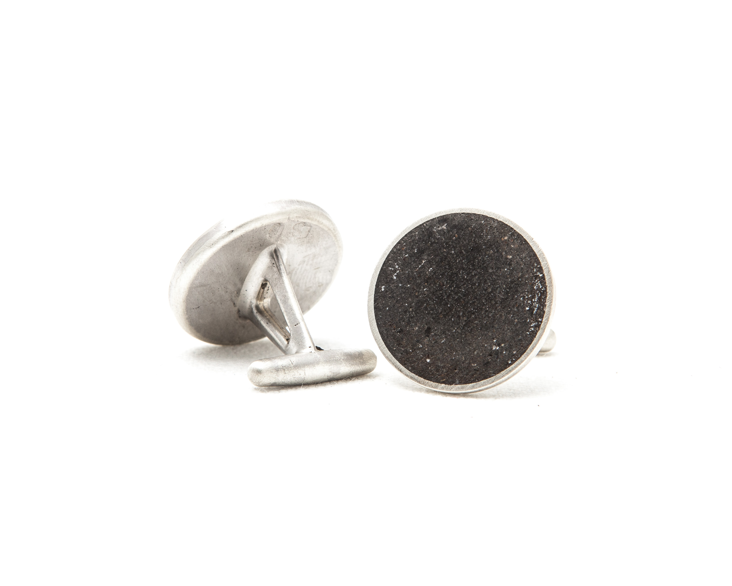 30. Mountain man cufflinks sideview.jpg