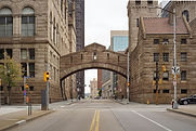 Allegheny_County_Courthouse_skyway_over_