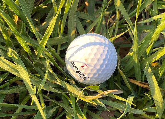 Golfball mit Nanocachebehälter
