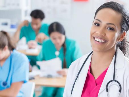Alunos de medicina conseguem 30% de desconto em mensalidades