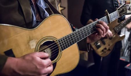 Larry_Keel_Guitar_Backstage.jpg