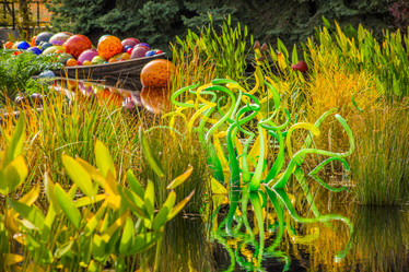Chihuly_GreenGlass_Boat.jpg