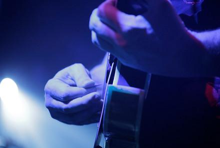 Bisco_Barber_Guitar_Onstage.jpg