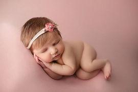 Newborn_Girls_Captuddre.jpg