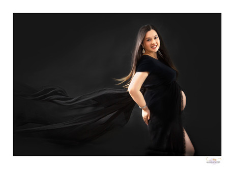 Low-key studio maternity photo of pregnant woman in the Auckland studio of Angela Scott photography